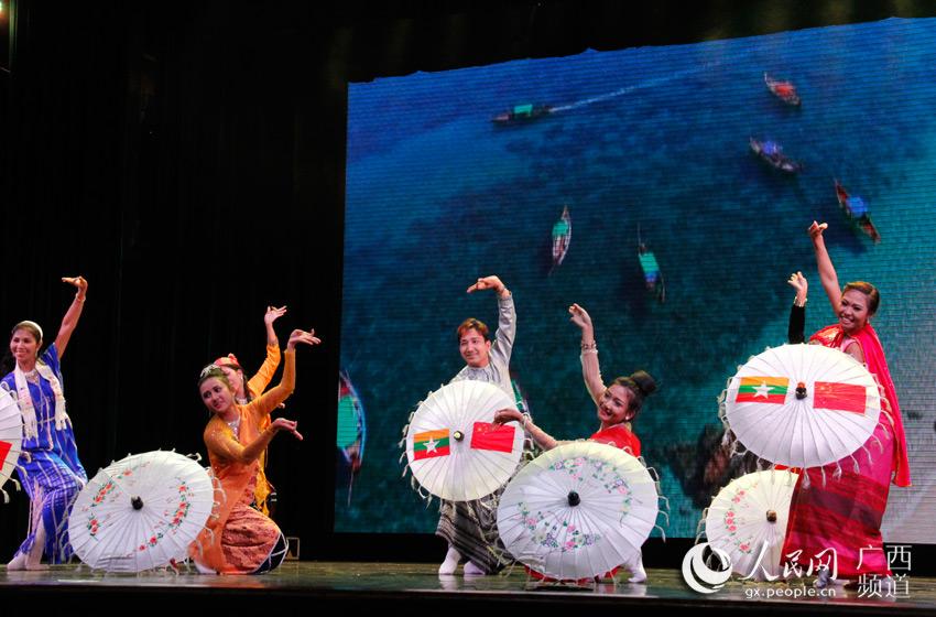 """人民网:组图:""""红铜鼓""""再次敲响中国—东盟艺术乐章"""